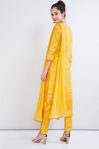 MAX Foil Print Kurta With Pants And Dupatta
