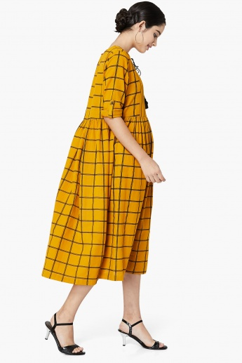 MAX Checked Front Tie-Up Midi Dress