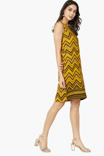 MAX Chevron Print Sleeveless Shift Dress